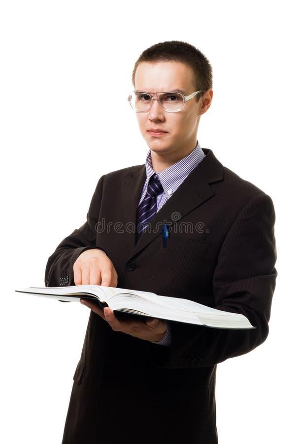 Homme intelligent avec le livre énorme en glaces photographie stock