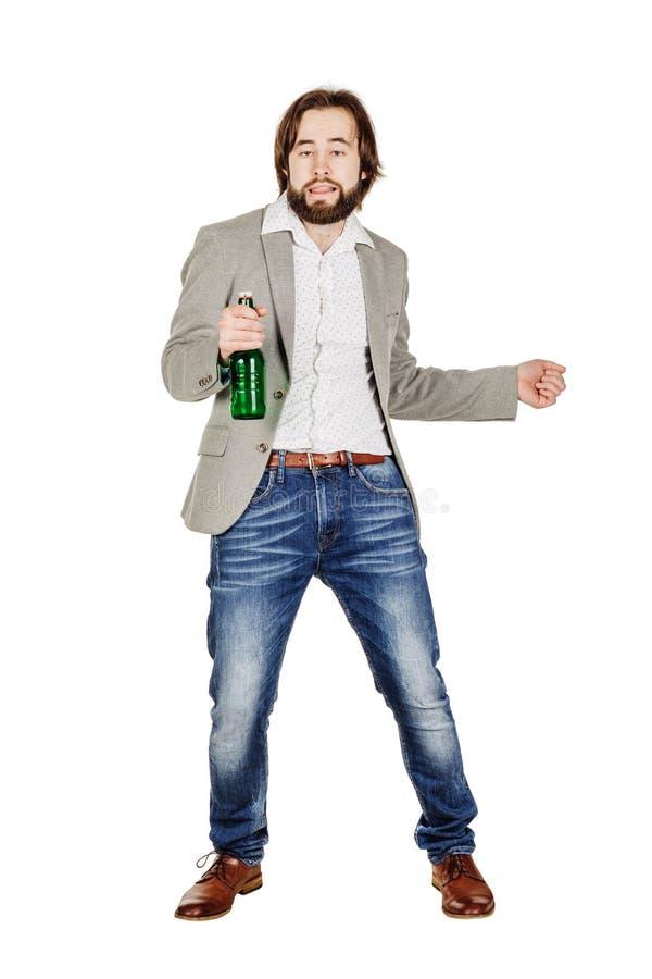 Homme ivre avec la bouteille verte au-dessus d'un fond blanc image libre de droits