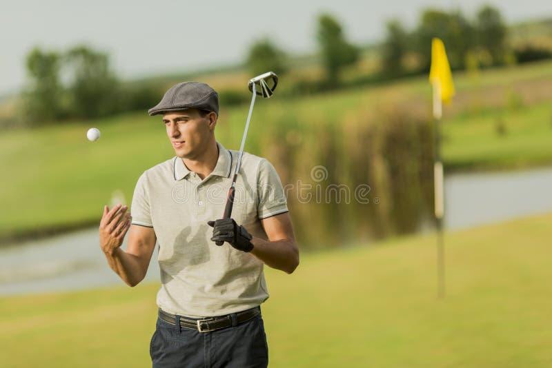 Homme jouant au golf photo libre de droits