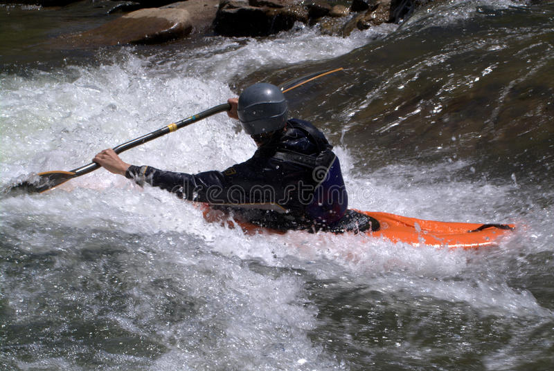 homme kayaking photo stock
