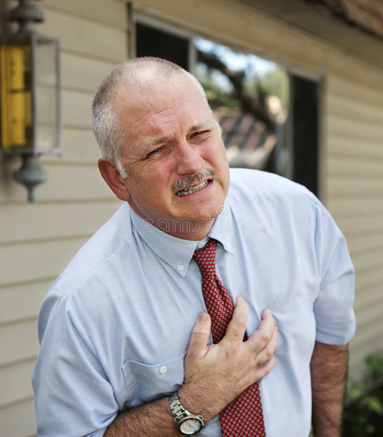 Homme mûr - trouble cardiaque images stock