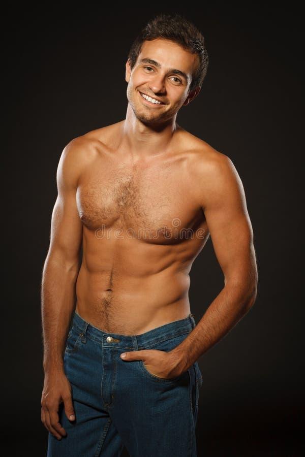 Homme musculaire bel sans chemise photo libre de droits