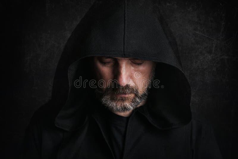 Homme mystérieux chez Halloween photographie stock libre de droits