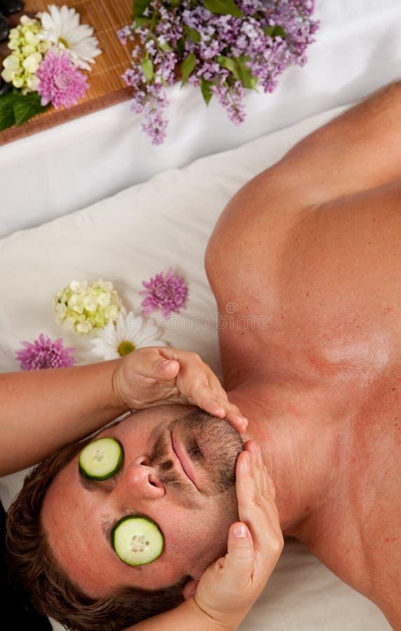 Homme obtenant un massage images libres de droits
