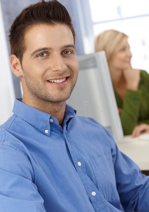 Homme occasionnel d'employé de bureau photo stock