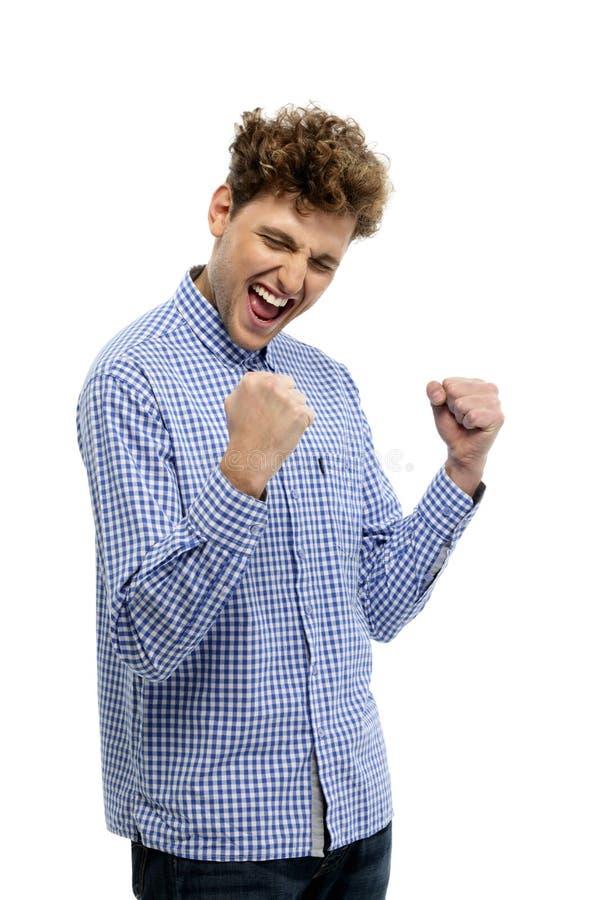 Homme occasionnel gagnant et célébrant photo libre de droits
