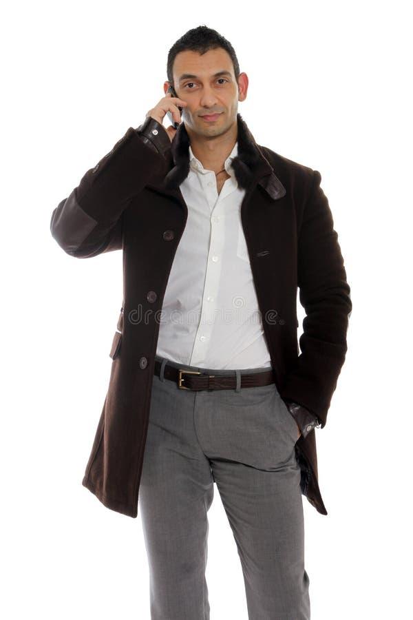 Homme occasionnel parlant au téléphone image libre de droits