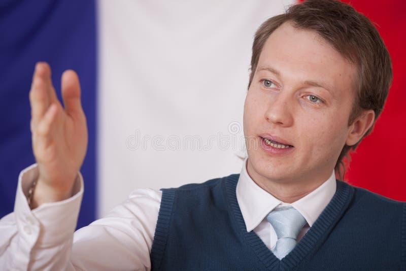 Homme parlant au-dessus d'indicateur de la France photo libre de droits