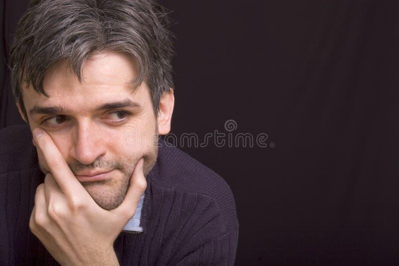 Homme pensant avec la barbe courte photographie stock libre de droits