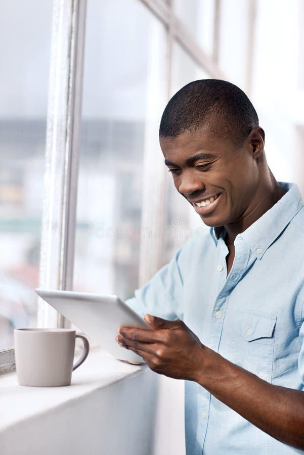 Download Homme réussi image stock. Image du heureux, café, moderne - 45369239