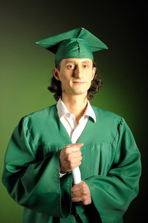 Homme réussi heureux son de remise des diplômes en vert photos stock