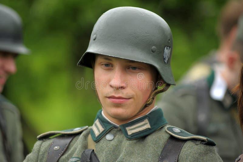 Homme re-enactor des hostilités de la deuxième guerre mondiale image libre de droits