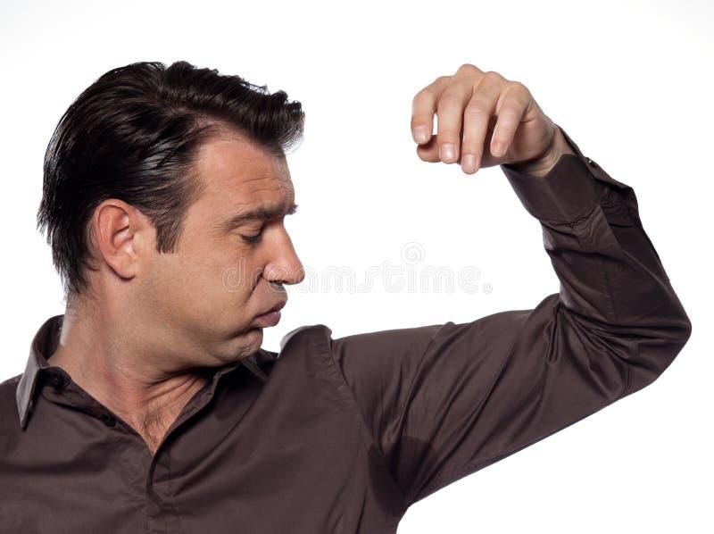 Homme regardant la transpiration de transpiration de souillure de sueur image libre de droits