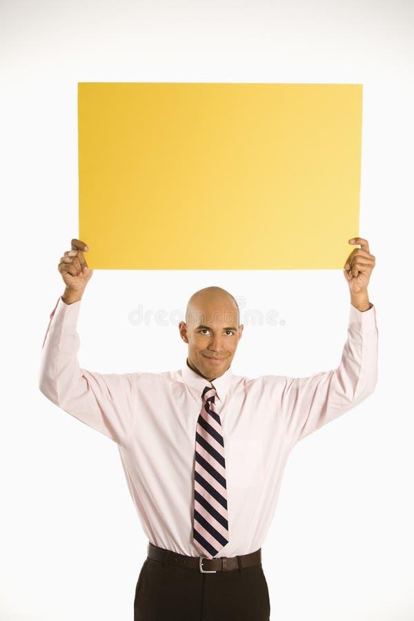 Homme retenant le signe blanc. photographie stock libre de droits
