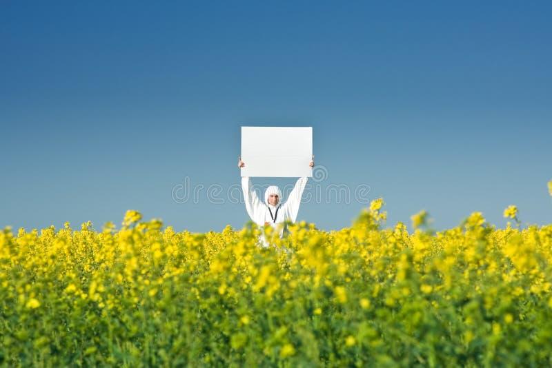 Homme retenant le signe blanc photos stock