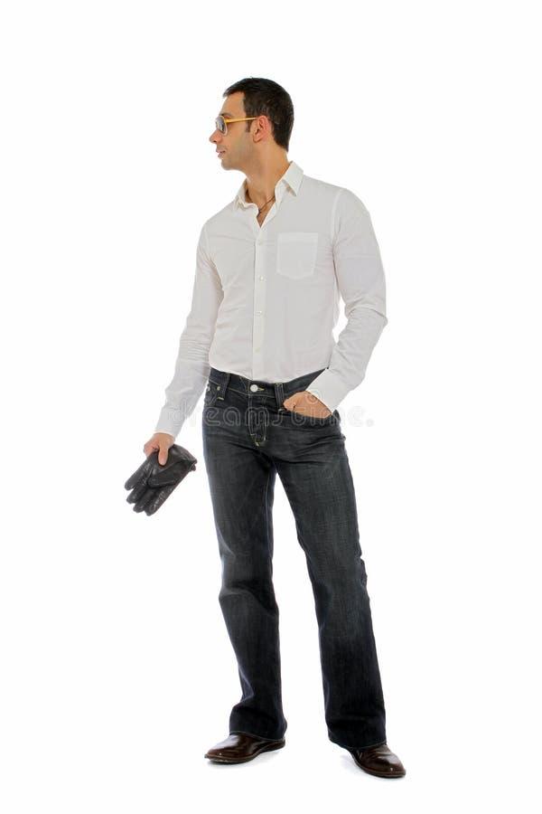 Homme retenant une paire de gants photographie stock libre de droits