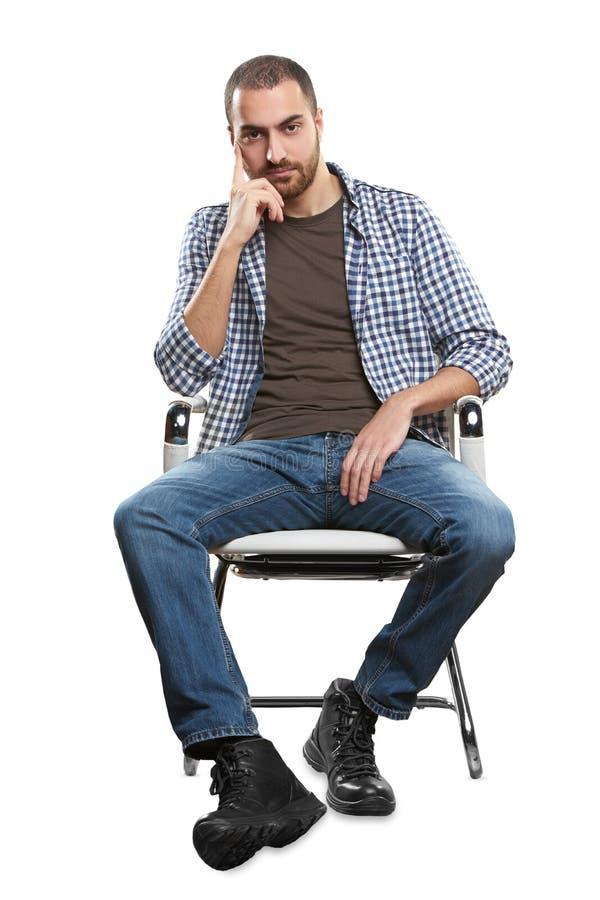 Homme s'asseyant sur la présidence images stock