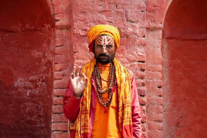 Homme saint de Sadhu dans le temple de Pashupatinath à Katmandou, Népal image libre de droits