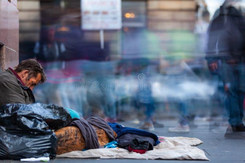 Homme sans abri dans la ville d'Edimbourg, Ecosse photo stock
