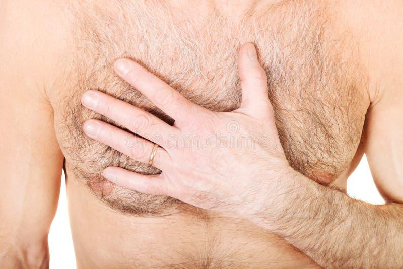 Homme sans chemise avec douleur thoracique photographie stock libre de droits