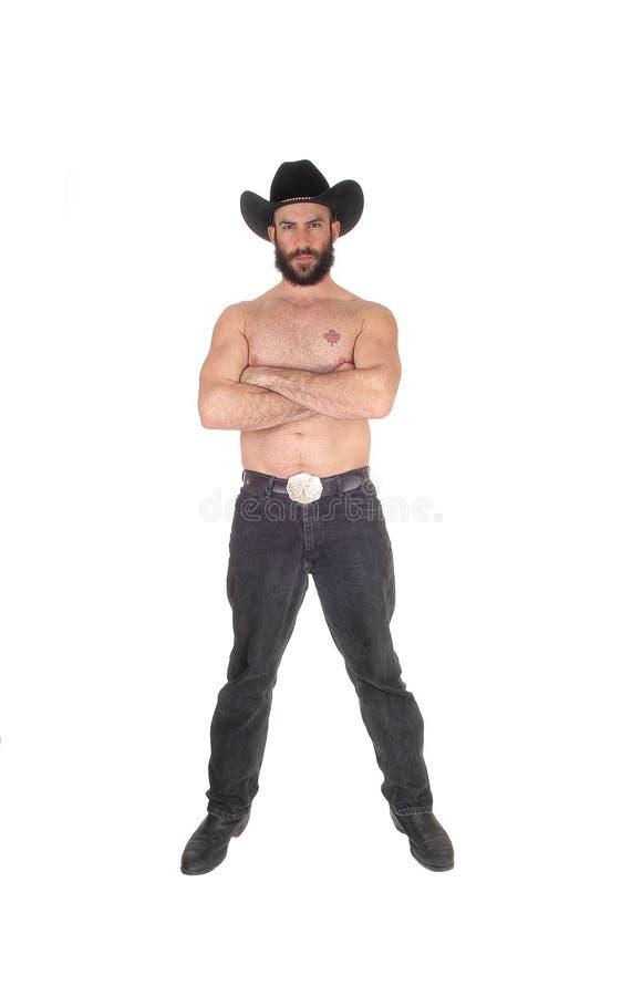 Homme sans chemise avec un chapeau de cowboy ses bras croisés images libres de droits