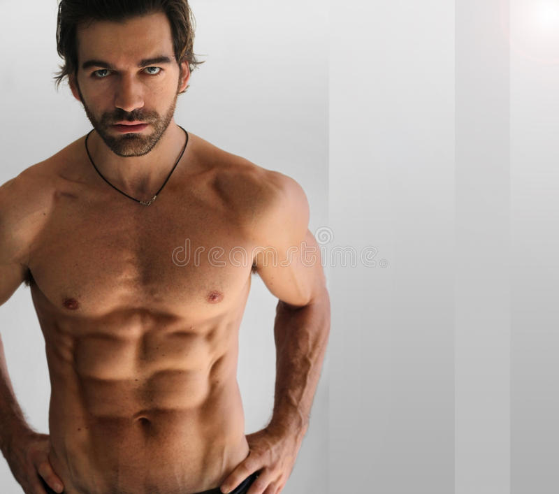 Homme sans chemise sexy photo stock