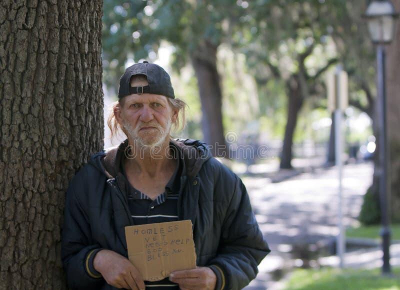 Homme sans foyer image stock