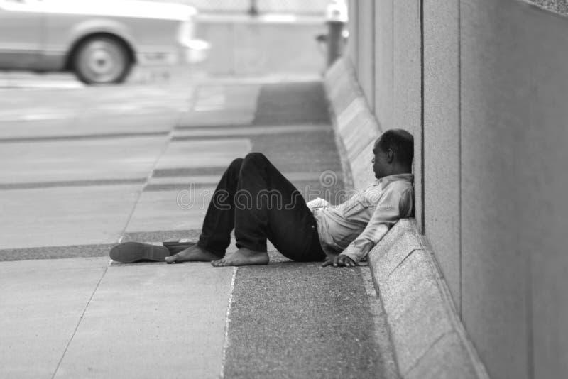 Homme sans foyer images stock