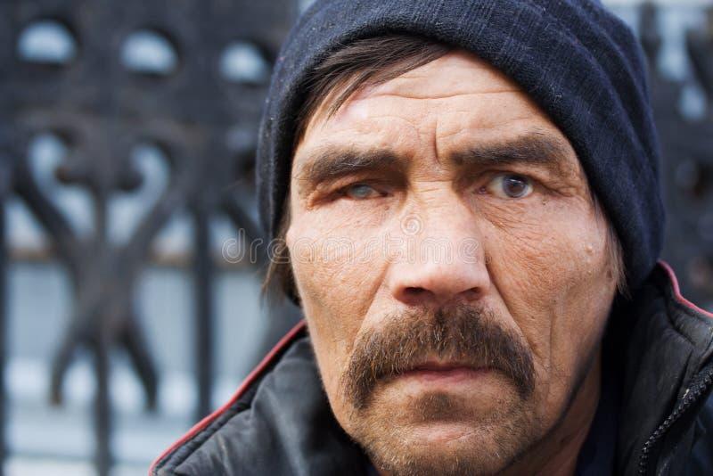 Homme sans foyer. image stock