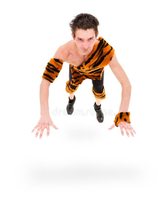 Homme sauvage sautant sur le fond blanc d'isolement photographie stock