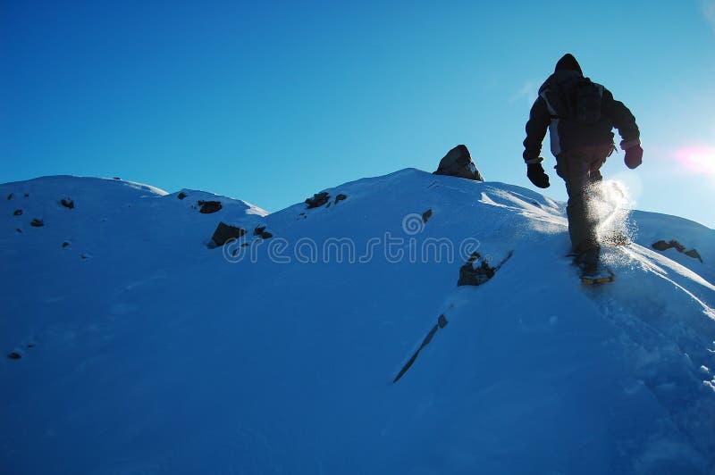 homme snowshoeing image libre de droits