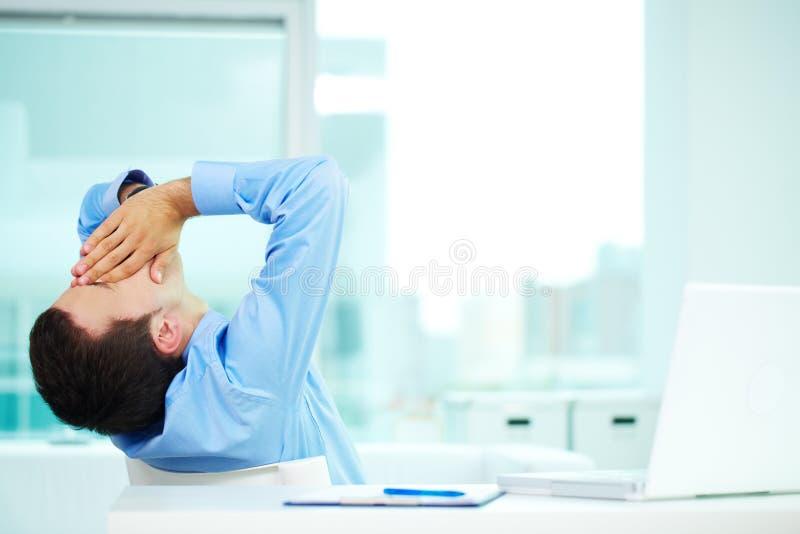 Homme somnolent photo libre de droits
