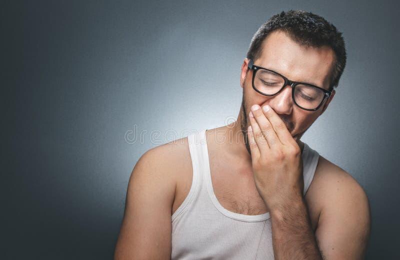Homme somnolent images libres de droits