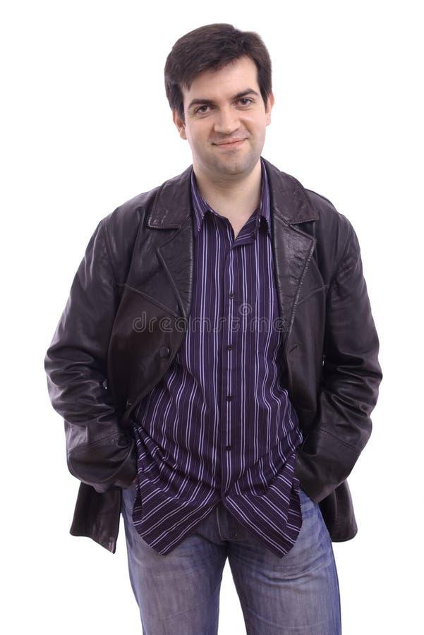 Homme souriant utilisant une jupe en cuir images libres de droits