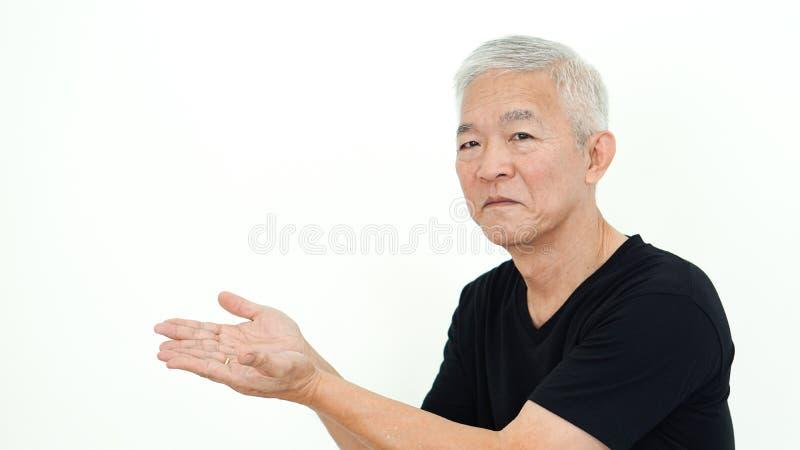 Homme sup?rieur asiatique bel pr?sent l'espace blanc de copie photos libres de droits