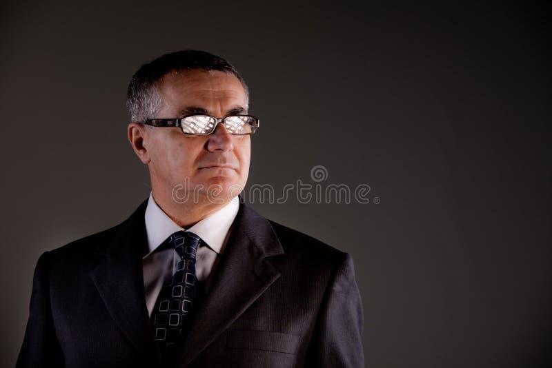 Homme supérieur avec des verres photographie stock