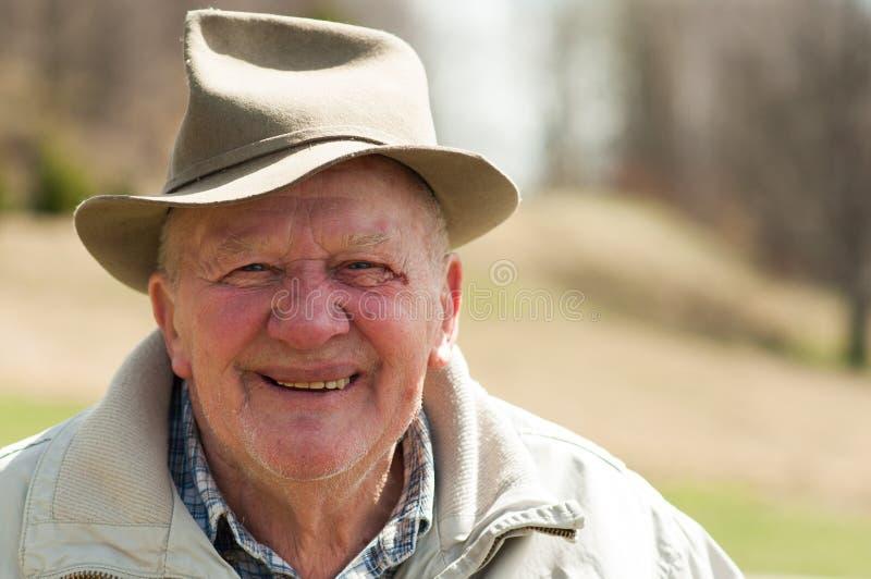 Homme supérieur avec le chapeau extérieur photo libre de droits