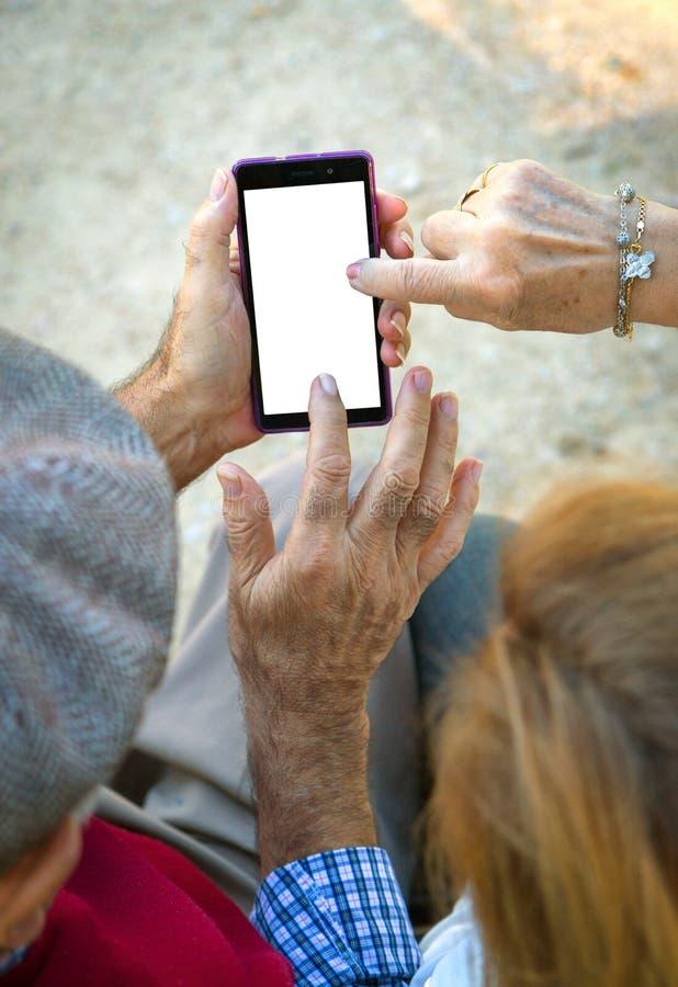 Homme supérieur de main une femme photographie stock libre de droits