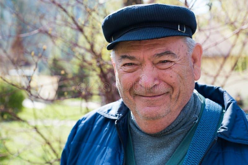 Homme supérieur de sourire photos stock