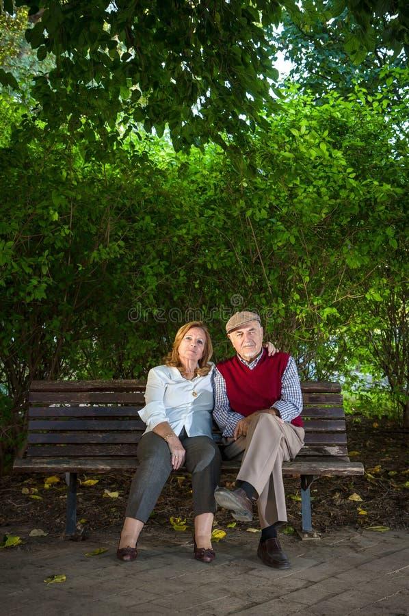 Homme supérieur et femme supérieure faisant un autoportrait images libres de droits