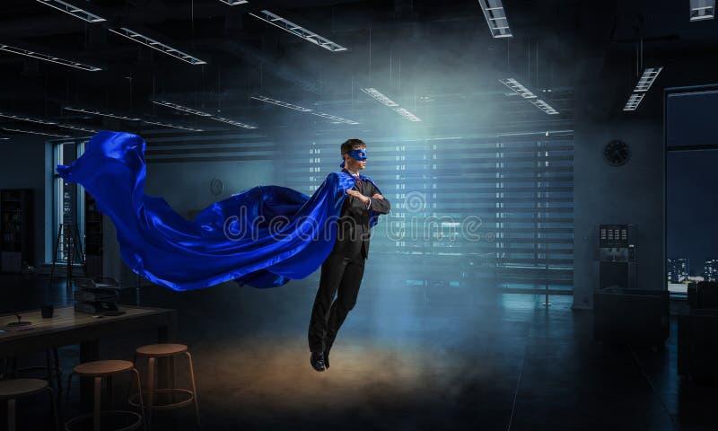 Homme superbe en ciel photo libre de droits