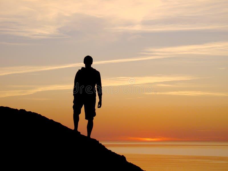 Homme sur la côte images stock