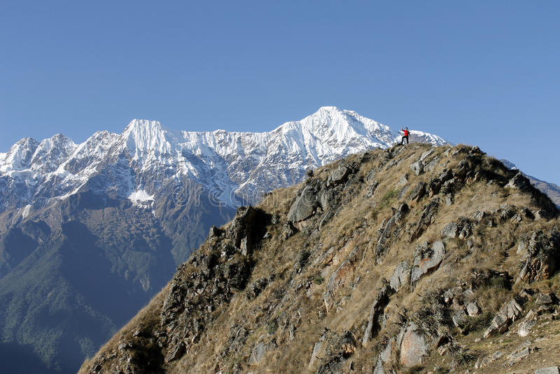 Homme sur la montagne photographie stock libre de droits
