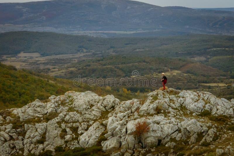 Homme sur la montagne de Palencia image libre de droits