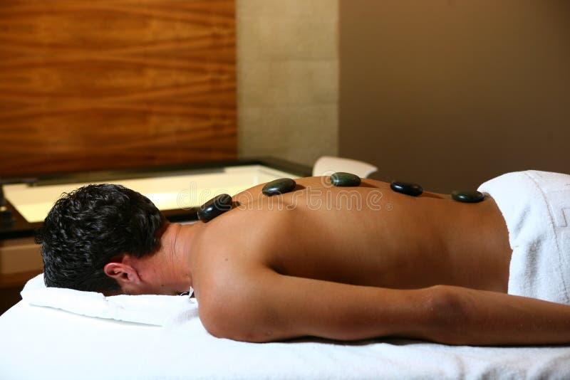 Homme sur le massage images stock
