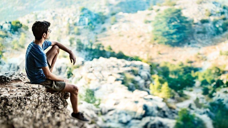 Homme sur le monde photo libre de droits