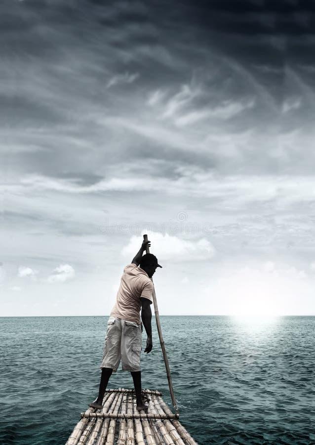 Homme sur le radeau image libre de droits