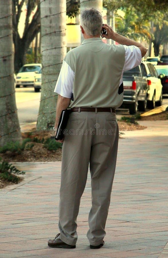 Download Homme Sur Le Téléphone Portable Photo stock - Image du écoute, ensoleillé: 82506