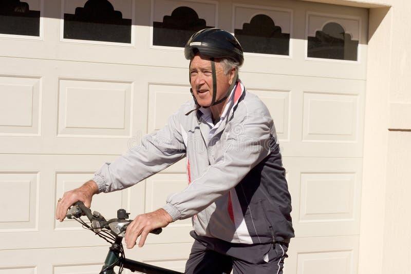 Homme sur Pushbike images stock
