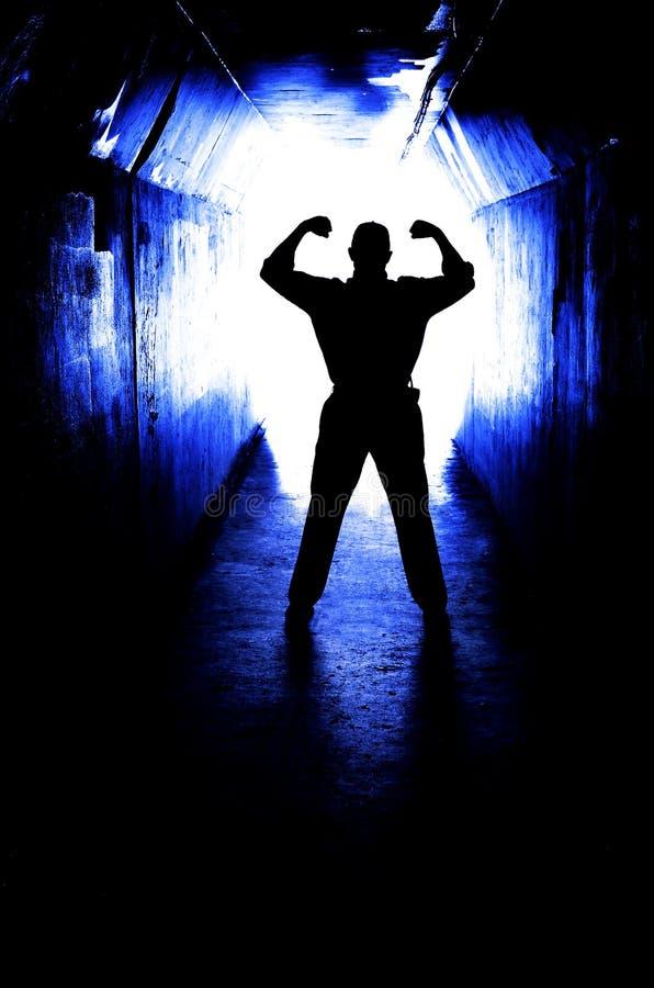 Homme surmontant la crainte et la dépression photo libre de droits